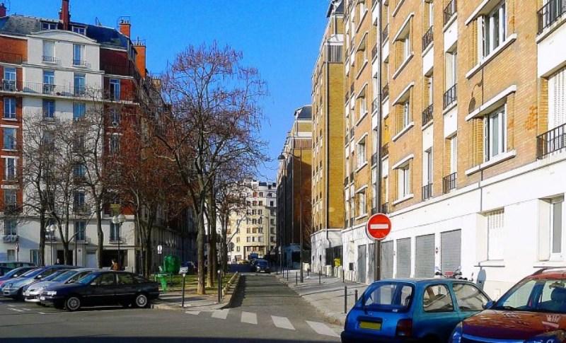 Vigilance sans paranoïa : Que se trame-t-il dans cet immeuble du 16ème arrondissement ?