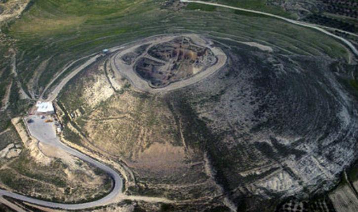 Israël :  L'entrée d'un palais de 2000 ans découverte en Judée