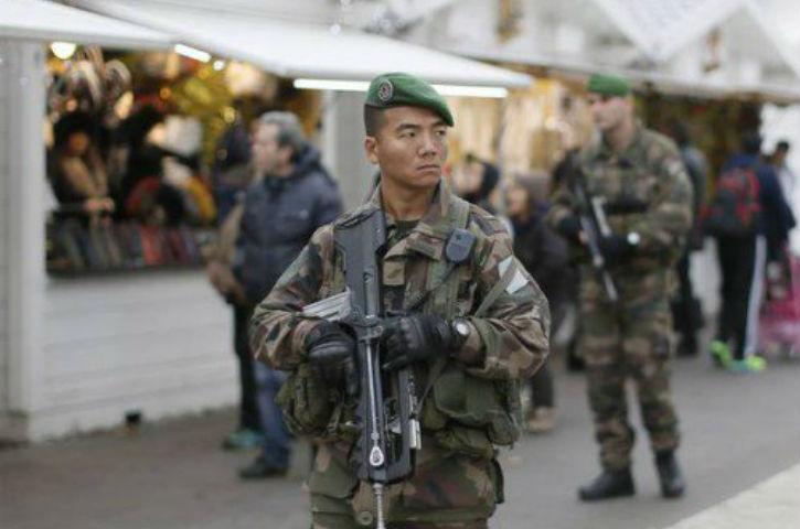 Mille soldats déployés en France contre la « maladie mentale » qui fait crier Allahou Akbar