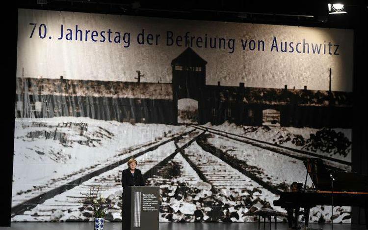 Angela Merkel a jugé honteux que des Juifs soient toujours la cible d'attaques ou de menaces en Allemagne