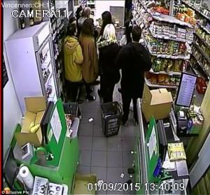 Terreur: les otages à l'intérieur de l'Hyper Cacher près les caisses après avoir vu quatre acheteurs assassinés de sang-froid
