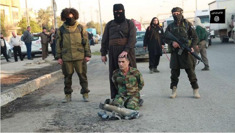 L'Etat islamique décapite un combattant kurde et menace de faire exploser des voitures piégées en Belgique et en France