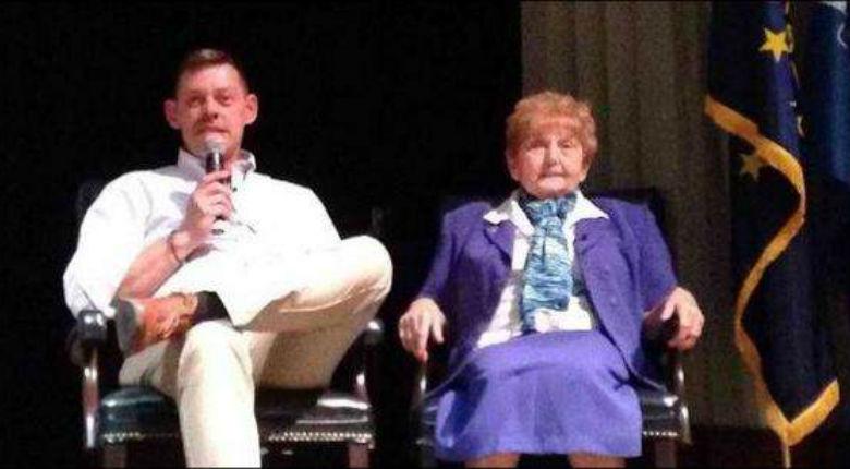 Une survivante de la Shoah adopte le petit-fils du commandant d'Auschwitz