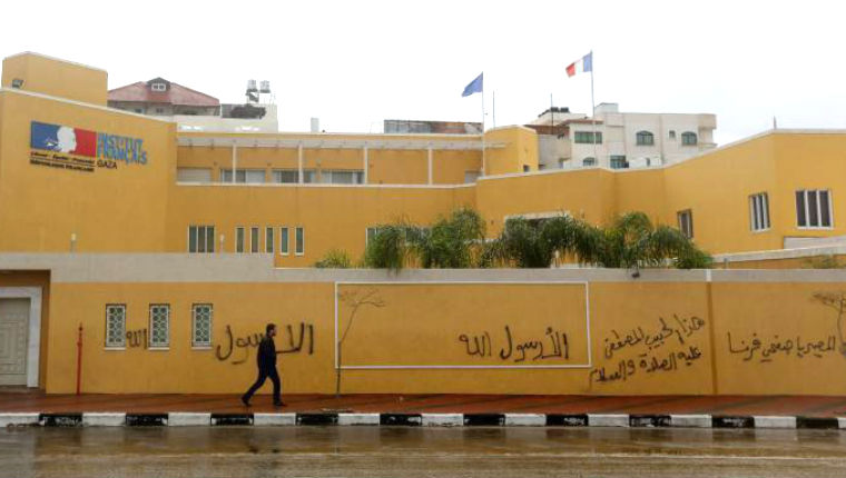 Sur les murs de Gaza : «Vous irez en enfer, journalistes français». Le centre culturel français attaqué à l'explosif.