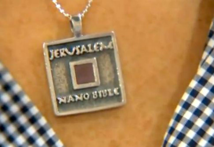 Jérusalem – NanoBible : Une entreprise basée à Jérusalem vient de battre un record,celui de la Bible la plus petite au monde.
