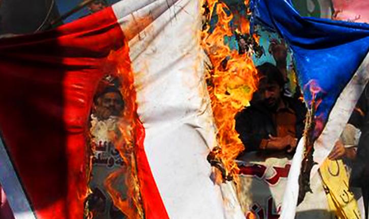 brule drapeau français charlie hebdo jihad palestine