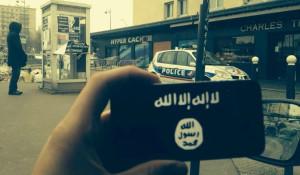drapeau Etat islamique prise devant l Hyper Cacher de Vincennes