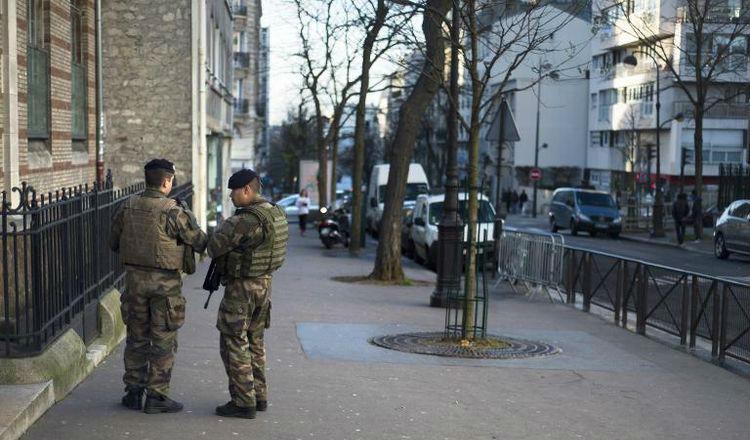 Montreuil: Des militaires menacés devant un lycée juif