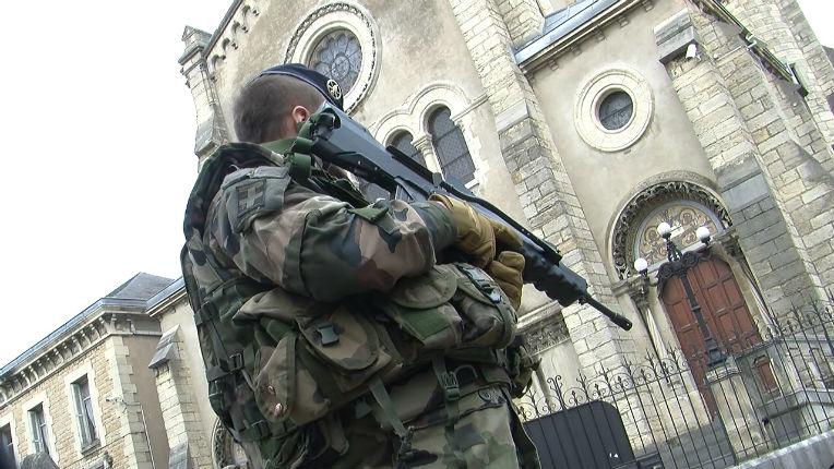 Antisémitisme à Vénissieux : Deux individus en scooter ont menacé des militaires en faction devant la synagogue de Vénissieux