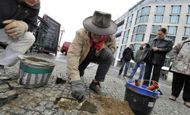 Shoah: Munich les «pavés de la mémoire» à la mémoire des victimes de la Shoah font polémique