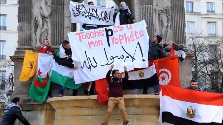 Alors que la France a peur de la barbarie islamiste, les islamistes et leurs complices essayent d'imposer un délit d'islamophobie !