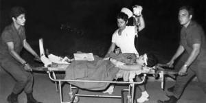 Evacuation-d-un-bless-l-a-roport-Lod-Tel-Aviv-30-mai-1972