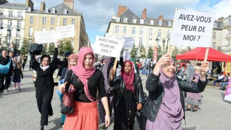 """Affaire Baby-Loup : La France, grande lécheuse de babouches, condamnée par le Comité des droits de l'homme de l'ONU, aux mains des pays islamistes, pour """"discriminations envers les musulmanes"""""""