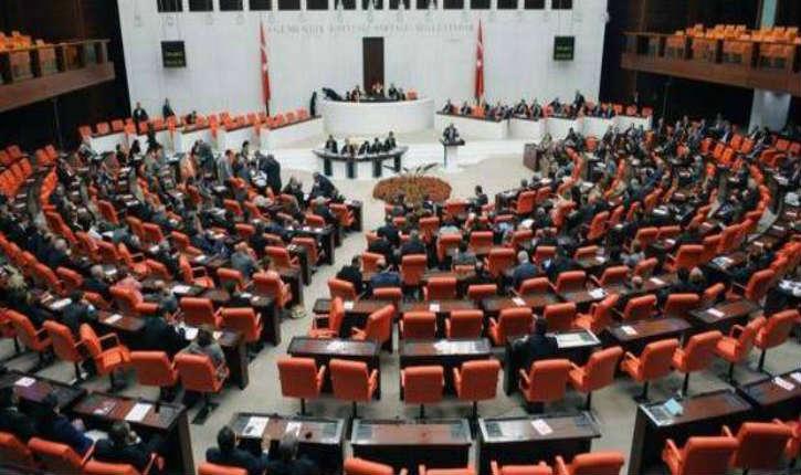 Une bagarre générale au parlement turc fait 5 blessés parmi les députés
