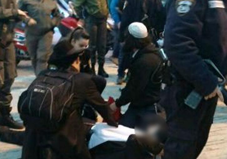 [Vidéo] Alerte attentat antisémite: à Jérusalem, un juif poignardé par un arabe.Le maire participe à l'arrestation
