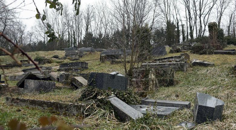 Le procès des profanateurs gauchistes du cimetière juif de Sarre-Union s'est ouvert à huit clos