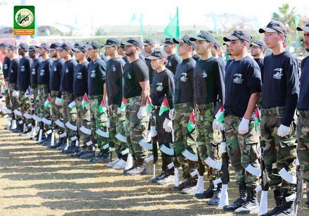 Le Hamas entraînant des enfants dans des camps terroristes; ((Photo: @qassam_arabic1/ Twitter/Hamas)