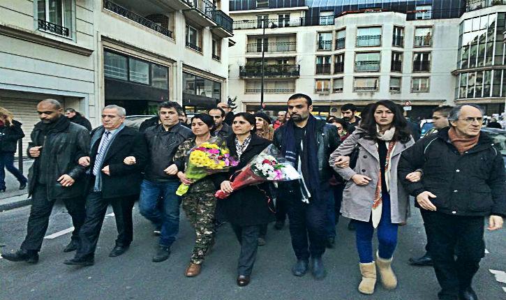 Deux dirigeantes kurdes de Kobané ont rendu hommage aux victimes parisiennes du terrorisme islamiste