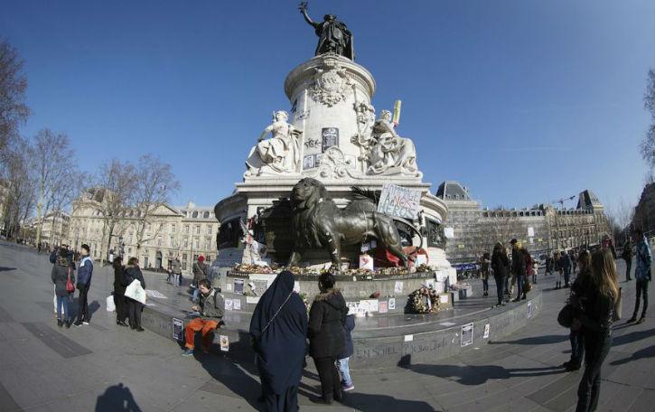 Paris : le mémorial des 17 «Charlie» saccagé par des «jeunes des banlieues», place de la République