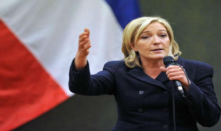 Un journaliste de Canal+ contrarie la présidente du FN avant d'être refoulé par le service d'ordre
