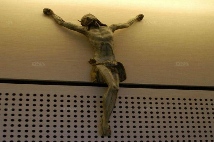 Haut-Rhin : un élu socialiste vole le crucifix du conseil général au nom des « valeurs républicaines »