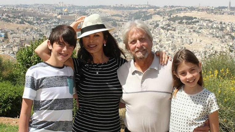 Michael Douglas et Catherine Zeta-Jones sont de retour en Israël un an après la Bar Mitzva de leur fils