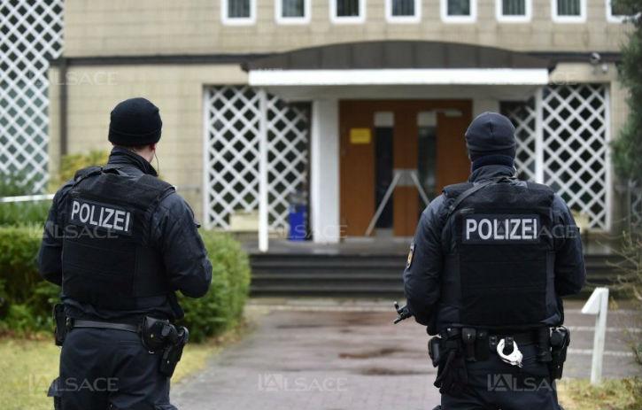 Quatre islamistes provenant de France voulaient commettre plusieurs attentats à Brême : contre la cathédrale, contre la synagogue et sur une place animée.