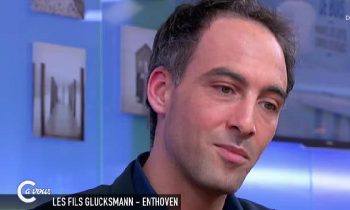 """Pour Raphaël Glucksmann """"La Réaction Identitaire Est Plus"""