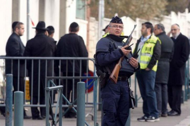 Brest. Il fonce sur les policiers en faction devant la Synagogue,18 mois de prison