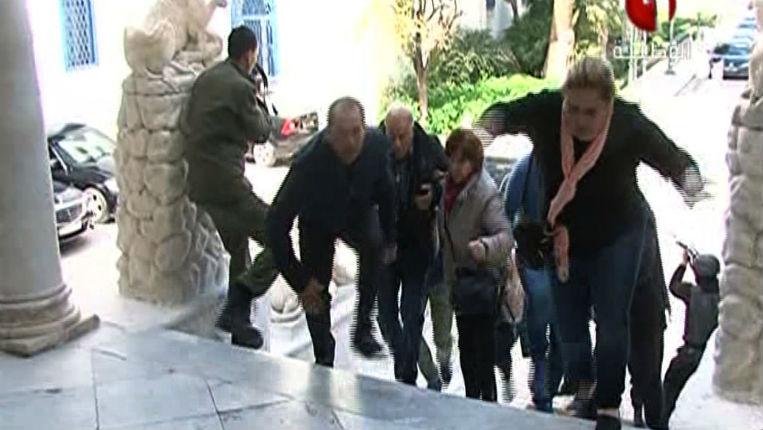 [Vidéo] Attentat islamiste à Tunis : témoignage d'une Française rescapée. Ils voulaient tuer des » chrétiens «