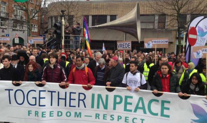 [Vidéo] juifs, musulmans, chrétiens, laïcs marchent ensemble à Bruxelles