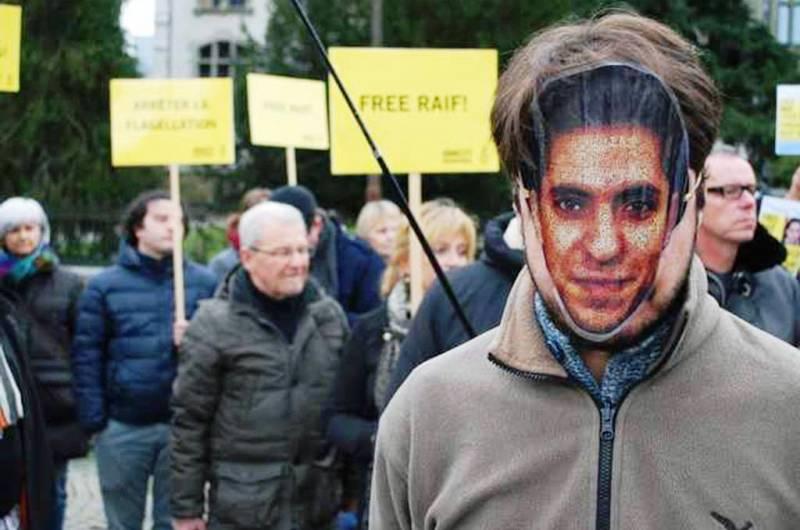 Le bloggeur saoudien, Raif Badawi condamné à 1000 coups de fouet et 10 ans de prison pour insulte à l'Islam,  risque à présent la peine de mort pour Apostasie.