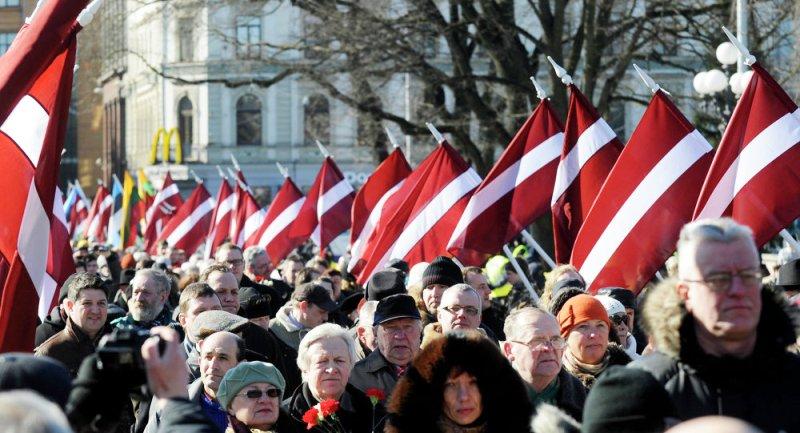 Lettonie: D'anciens légionnaires de la Waffen SS défilent à Riga