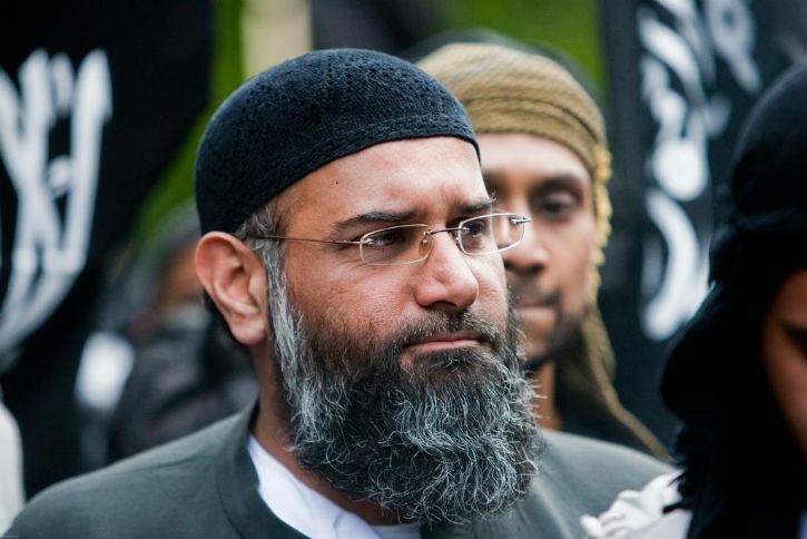 Des islamistes britanniques manifestent contre les élections  « la démocratie est une méthode pour vous détourner de l'islam »