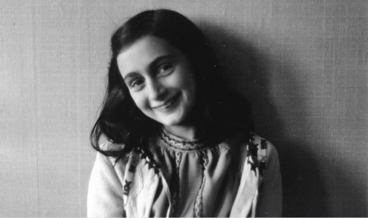 Des supporters de la Lazio Rome diffusent des images d'Anne Frank  portant le maillot de l'AS Rome