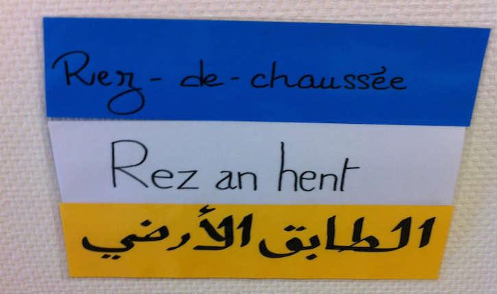 France: l'école primaire publique d'Elliant a mis en place une signalétique quadrilingue