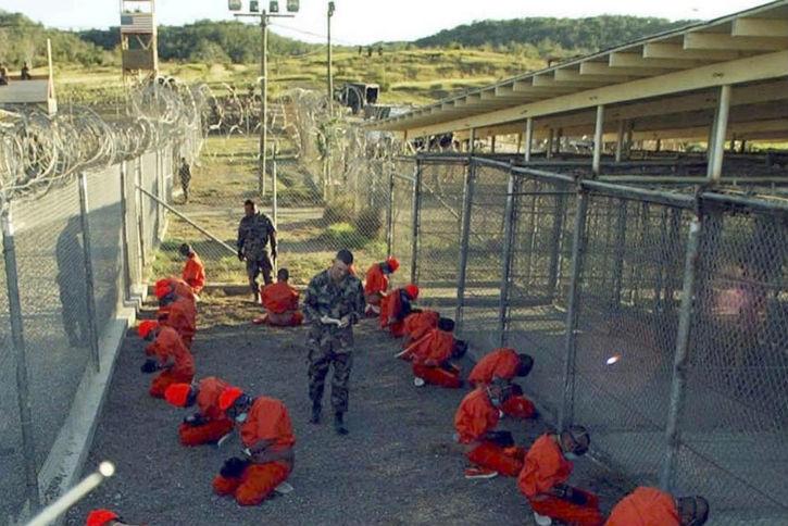 Guantanamo : un ancien commandant poursuivi par la justice française pour torture sur deux anciencs détenus français