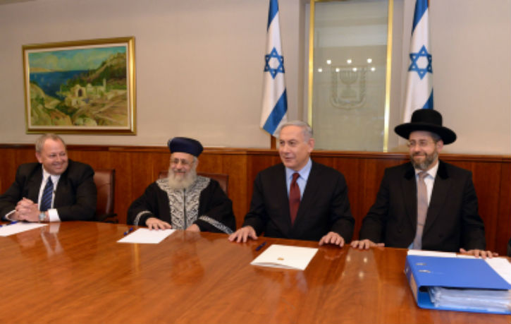 Le Premier ministre Binyamin Netanyahou durant la vente du Hametz Crédit Haïm Zach-Flash 90
