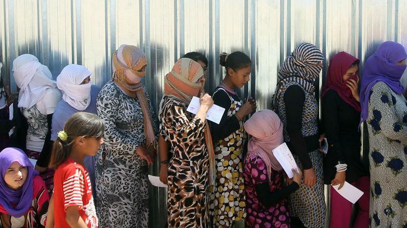 Barbarie de l'Etat islamique: 150 esclaves sexuelles yézidis se suicident et sont données aux chiens.