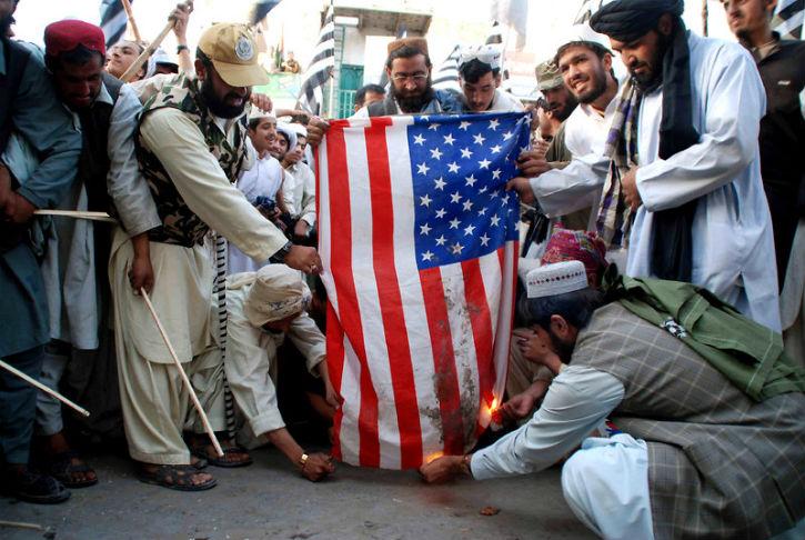 Plus de la moitié des Américains ont une vision négative de l'islam. 89 % des français ont peur de la montée de l'islamisme radical