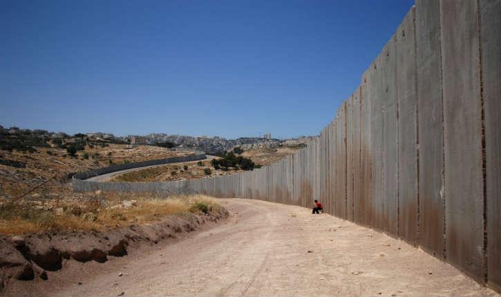 La France va contruire un mur à «l'israélienne» pour empêcher les migrants de se rendre en Grande-Bretagne