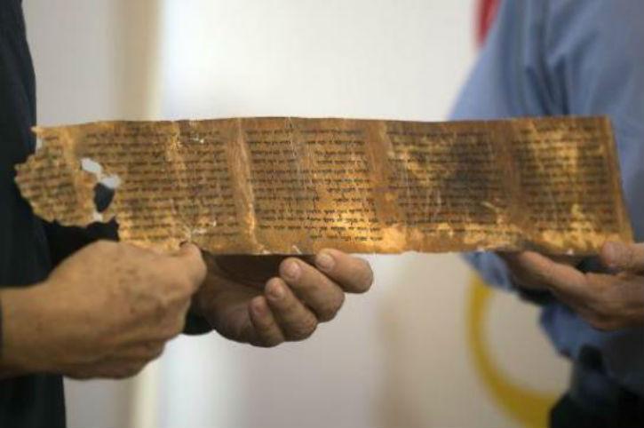 Le plus ancien exemplaire complet des 10 Commandements exposé en Israël