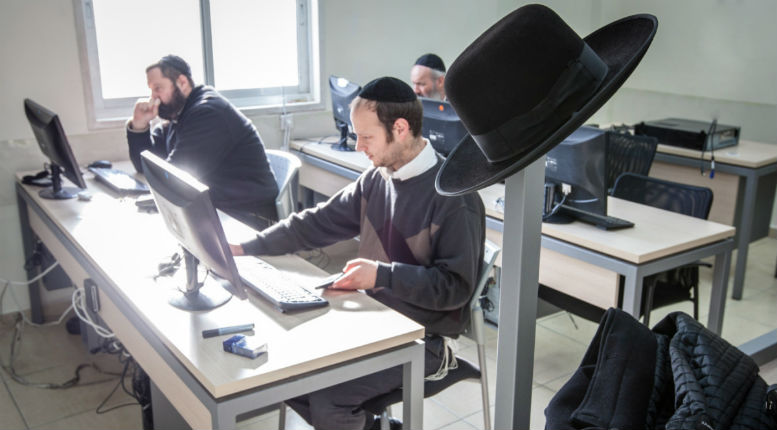 Les juifs Ultra-orthodoxes d'Israël adorent internet. Leurs Rabbins un peu moins