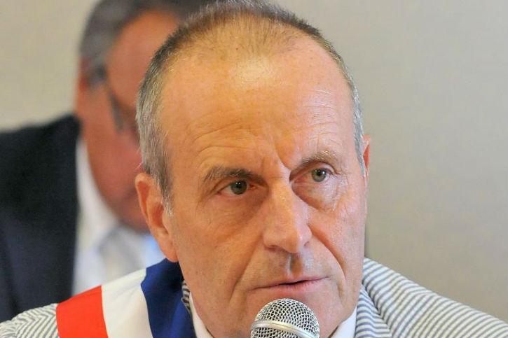 Robert Chardon le maire qui voulait faire interdire l'Islam a-t-il été interné de force ?