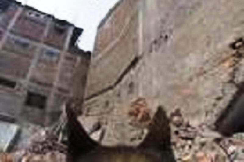 [Vidéo] – Un chien de Tsahal à la recherche de victimes du tremblement de terre dans les ruines de Katmandou.