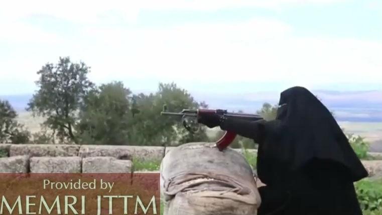 Reportage d'Al-Jazeera dans un camp d'entraînement terroriste pour femmes, près d'Alep, en Syrie