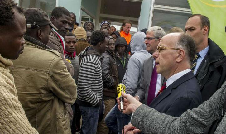 Cazeneuve aux migrants de Calais : «J'aimerais que vous demandiez l'asile en France»
