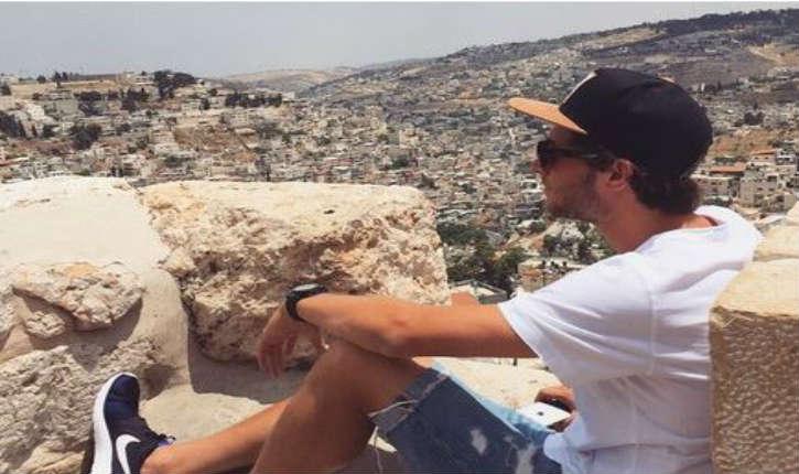 Les photos en Israël de Sergi Roberto, joueur du FC Barcelone déclenchent la haine