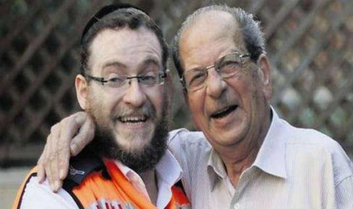 Un automobiliste arabe de Lod est sauvé par un bénévole orthodoxe du Maguen David Adom