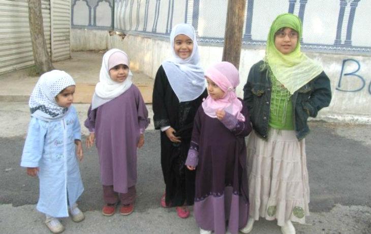 Le communautarisme islamique à l'école «Des élèves refusent d'avoir cours car le mobilier rouge est interdit par le Coran» (Vidéo)